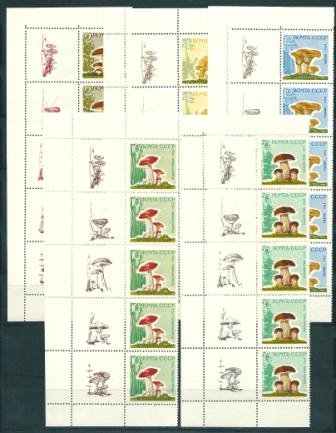 SU, 1964, Mushrooms, a series of 5-vert. linkages with coupons (left)